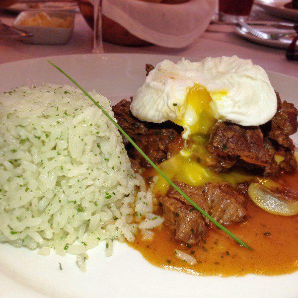 Picadinho de filé, arroz, feijão e ovo poché – R$ 45