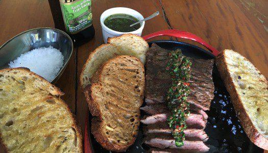 Fraldinha com chimichurri e pão Sordough com azeite